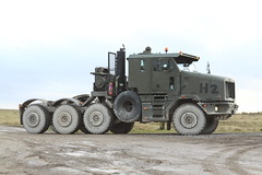ARMY OSHKOSH (HET) (John Ambler) Tags: training army exercise equipment area het salisbury british dagger heavy h2 plain defence transporter oshkosh pashtun spta salisburyplaintrainingarea 18km63