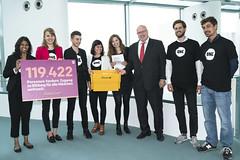 ONE-Jugendbotschafter überreichen Petition zur Stärkung von Mädchen an Kanzleramtschef Peter Altmeier (ONE Deutschland) Tags: berlin deutschland onejugendbotschafter altmeier kanzleramt one g20 mädchen bildung
