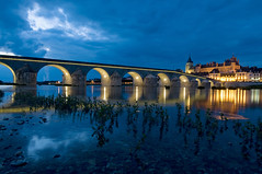 France - Rgion Centre - Gien - Pont Anne de Beaujeu (Thierry B) Tags: bridge blue castle water architecture night river geotagged photography frankreich eau europe exterior photos nacht outdoor dusk dr frana bynight bleu explore pont chateau monuments brcke geotag fr extrieur chteau nocturne magichour  fleuve    aaaaa geolocation  photographies loiret   gien  horizontales europedelouest noctambule laloire  cooliris   rgioncentre redbubble photosnocturnes gotagg thierrybeauvir beauvir wwwbeauvircom chteaudegien droitsrservs heuremagique reflectionslovers leuropepittoresque 20100724 pontannedebeaujeu vieuxpontdegien limitedpix