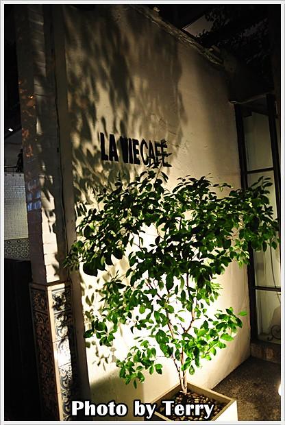 LA VIE CAFE (10)