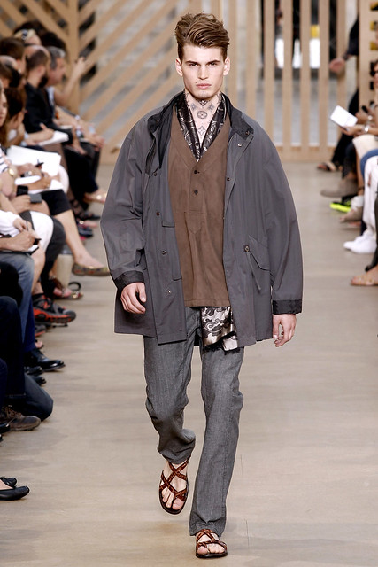 Felix Schopgens3048_SS11_Paris_Louis Vuitton(VOGUEcom)