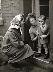 1958 ii 03 - Paul Popper, London - moira shearer campaigning for husband in by-election