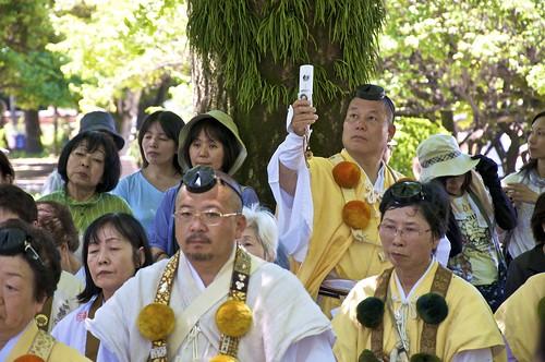 Monjes en Hiroshima