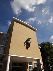 AVRO-studio (Merkelbach/Karsten, 1936) (ednl) Tags: sculpture building netherlands architecture bronze outdoors nederland sculptuur sunny bluesky hilversum architectuur beeld gebouw brons beeldhouwwerk zonnig blauwelucht rijksmonument provincienoordholland northhollandprovince pieterstarreveld 522701 rm522701