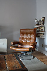 living-room-corner (GoodAfternoonan) Tags: retro livingroom leatherchair apartmenttherapy floatingshelf apartmenttherapyny