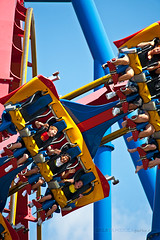 Kids just want to have fun. (ezeiza) Tags: park america train amusement flying illinois ultimate steel great flight flags superman il bm roller theme amusementpark rollercoaster sixflags six greatamerica coaster themepark sixflagsgreatamerica bolliger gurnee supermanultimateflight flyingcoaster mabillard bolligerandmabillard steelrollercoaster