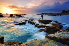 Fisherman @ Mengening Beach (Nora Carol) Tags: sunset bali seascape indonesia fisherman waves denpasar sigma1020mm canggu p121s nikond90 noracarol p121l mengeningbeach cokingndfilters
