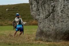 Avebury (Renato Morselli) Tags: england man stone photo foto circles uomo crops wiltshire roccia avebury 2010 fotografo henge posa