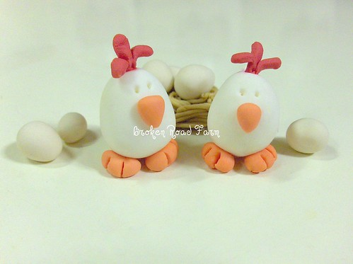 Gumpaste Chickens, nest and eggs