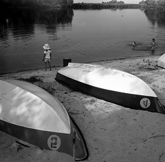 лодки / boats (Vadim_Prischepa) Tags: bw film ukraine 150 redfilter kiev60 agfarodinal energodar epsonv700 9min efker50 volna32880 zaporozhyeregion
