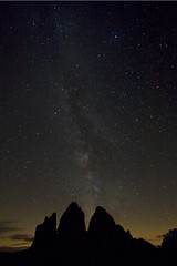Tre Cime di Lavaredo - Notturno (Mariano Tais) Tags: sky mountain night montagne canon stars star cielo tre 1020 notte dolomiti stelle 30d milkyway cime sigma1020 lavaredo sigma1020mmf456exdchsm trecimedilavaredo grandangolare vialattea ultragrandangolo dolomitipatrimonioumanit