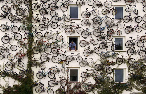 A-bicycle-shop-in-Altlandsberg,-Germany…-;]