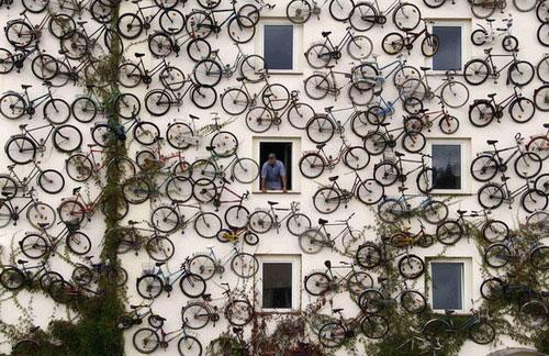 A-bicycle-shop-in-Altlandsberg,-Germany…-;]