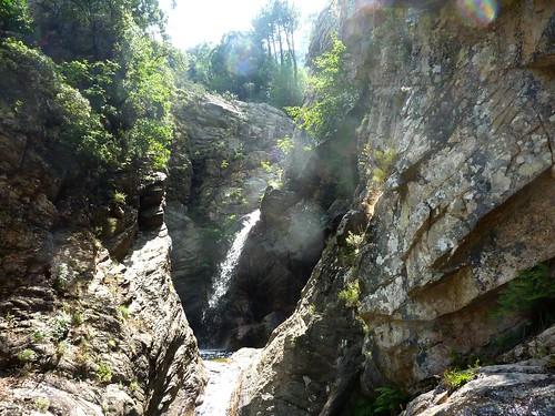 La triple vasque-cascade : la vasque-cascade supérieure