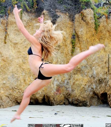 Hot bikini girls on the beach - picture 3
