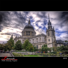 St Paul's cathedral (_Hadock_) Tags: uk inglaterra windows wallpaper england building verde london pool st architecture clouds photoshop de paul high arquitectura nikon angle cathedral image background united edificio wide pablo catedral iglesia 7 sigma kingdom chapel nubes londres xp vista gran 1020mm angular range fondo cupula hdr escritorio protector pantalla siete reino unido azules capilla bretaa walpaper dinamic photomatix d80 mbd80