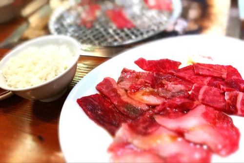 昼飯は新卒君に教えてもらった松坂牛のランチ。美味かった〜!週一は通おう。