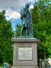 Statue d'Ambroise Par place de Laval - France ! Ambroise Par's statue places of Laval - France! (Dubus Laurent) Tags: sculpture france monument