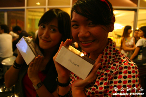 Jenifer, Kel Li - Maxis 10 reviewing program for the iPhone 4