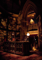 The Wizarding World of Harry Potter: Dumbledore's Office (Scott Smith (SRisonS)) Tags: old castle office orlando desk wizard harrypotter resort universal hogwarts islandsofadventure dumbledore wizardingworld forbiddenjourney wwohp