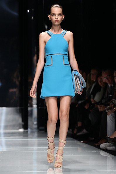 Versace+Milan+Fashion+Week+Womenswear+2011+KQuaAqWdgIPl