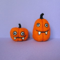 Pumpkin Pair--The Bobbsey Twins (squirrel momma) Tags: halloween pumpkin stuffed plush needlefelted