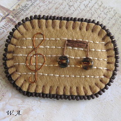Brooch, V zajetí tónů (Wonder.Alice) Tags: music brown beads wire beige hand handmade brooch felt made note needle embroidered gclef