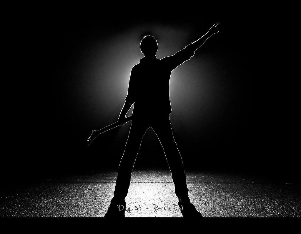 Project 365, 054/365, Day 54, Rock'n'Roll, guitar, shadow, silhouette, Jackson, strobist, self portrait