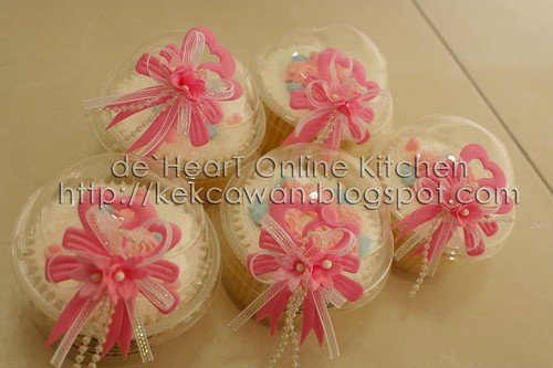 Doorgift with pink ribbon