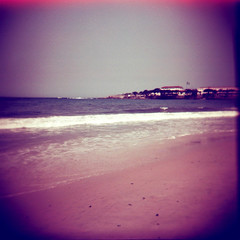 lomography redscale 100 (Filippo_Ronca) Tags: color 120 film beach riodejaneiro analog vintage mediumformat holga lomo lomography toycamera experiment copacabana filme vignetting lomografia pelcula holgacfn redscale