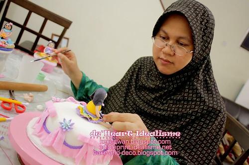 Batch 10 Ogos: Basic Fondant Cake with Figurine