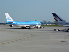 KLM Air France (Can Pac Swire) Tags: blue toronto ontario canada dutch airplane french airport blauw aircraft canadian aeroplane civil boeing klm airlines 747 airliner airfrance yyz 747400 lesterbpearson planespotting 744 fgexa phbfb royadutchairlines