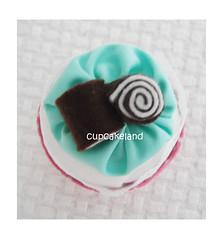 cupcake tecido mod.4 (Cupcakes de tecido Cupcakeland) Tags: cupcakes decoração presentes sache lembrancinhas alfineteiro agulheiro cupcakefeltro docesdefeltro cupcakedetecido lembrançaparachá lembrançaparacasasamento docesemfeltro docesemtecido