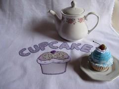 Pano de prato com patchcolagem (Ns e as Linhas by Luciane Castro) Tags: artesanato cupcake cozinha tecido patchcolagem panodeprato