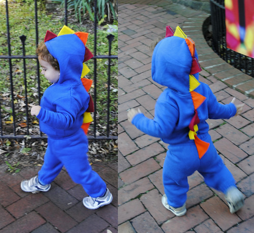 costume - blue dinosaur