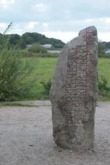 Neuer Runenstein am Weg zum Hafen vom Wikinger Museum Haithabu - Museumsfreifläche Wikinger Museum Haithabu WHH 18-09-2010