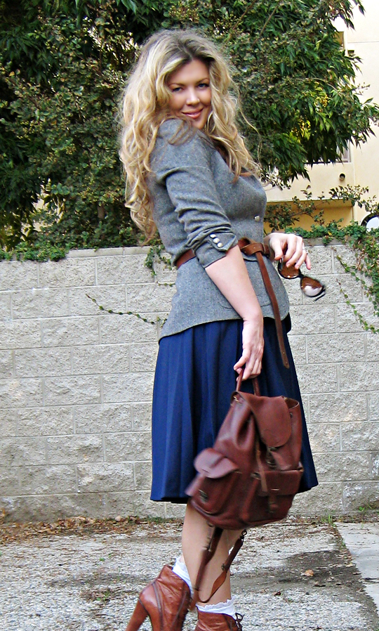 election day outfit+blue and gray and brown+big curly hair+lady-like