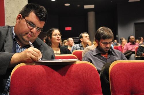 Guy Bouchard, agent de promotion de l'entrepreneuriat collectif jeunesse (APECJ), lors de la Conférence internationale «Quel projet de société pour demain ?»