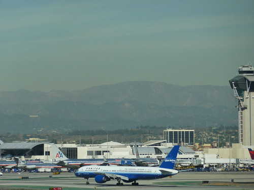 Oprah Winfrey's United Airlines Boeing 757-222 jet at LAX 11-4-10