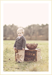 jack (BelliniPortraits) Tags: boy portrait toddler basket blueeyes adorable blond pear 2yearsold belliniportraits bellinipics