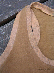 imprimé zigzag berbère en bordure de  t shirt