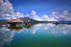 Kedisan #2 (tropicaLiving - Jessy Eykendorp) Tags: longexposure blue light bali lake motion green nature canon reflections indonesia landscape photography