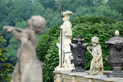 0947 Balustraden-Statuen am Schloss Moritzburg (stadt + land) Tags: bilder gemeinde ort moritzburg bundesland sachsen balustradenstatuen schloss