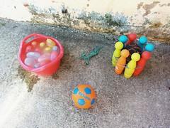 Día 4 . Algunos de los materiales de nuestra colorida yincana