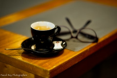 Coffee & glasses... (Pascal Rey Photographies) Tags: café coffee caffe kaffee kawa kahua arabica bar restaurant table lunettes glasses spectacles photographiecontemporaine nikon aurorahdr aurora d700 pascalreyphotographies