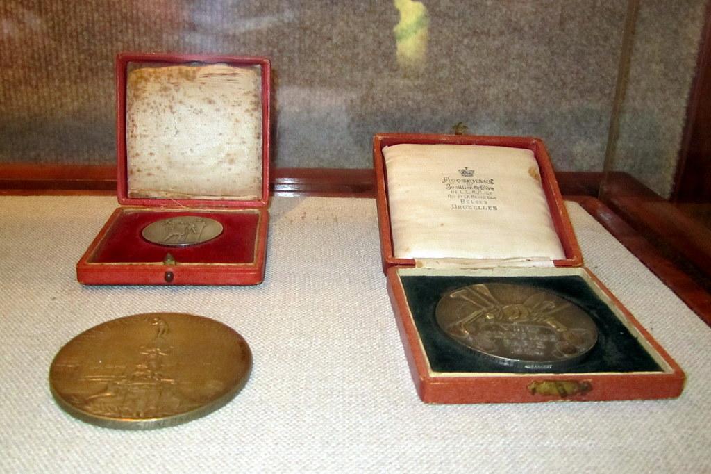 O'ahu - Honolulu: Bishop Museum - Hawai'i Sports Hall of Fame - Duke Kahanamoku's Olympic medals