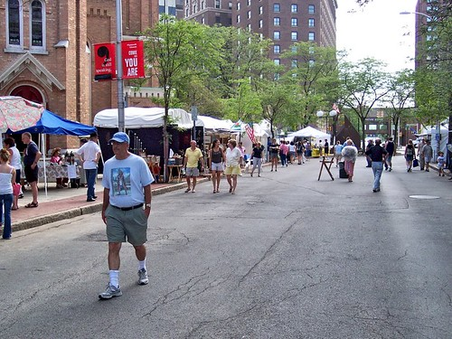 art fair with Hotel Syracuse in background (by: Gregory Melle, creative commons license)