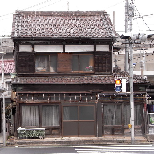 Old Merchant House in front of Onari-Michi