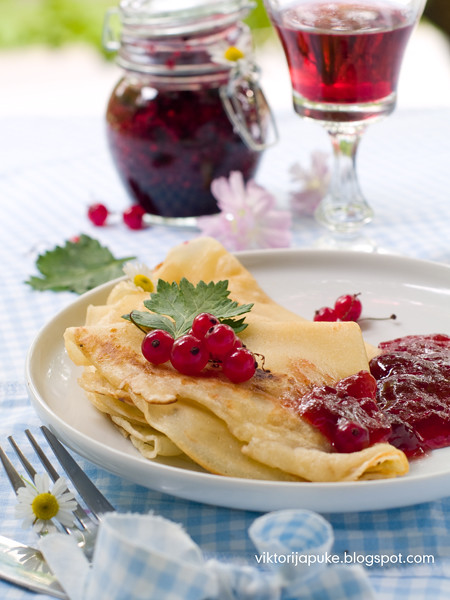 Pancake with currant jam