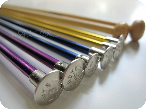 variety of knitting needles
